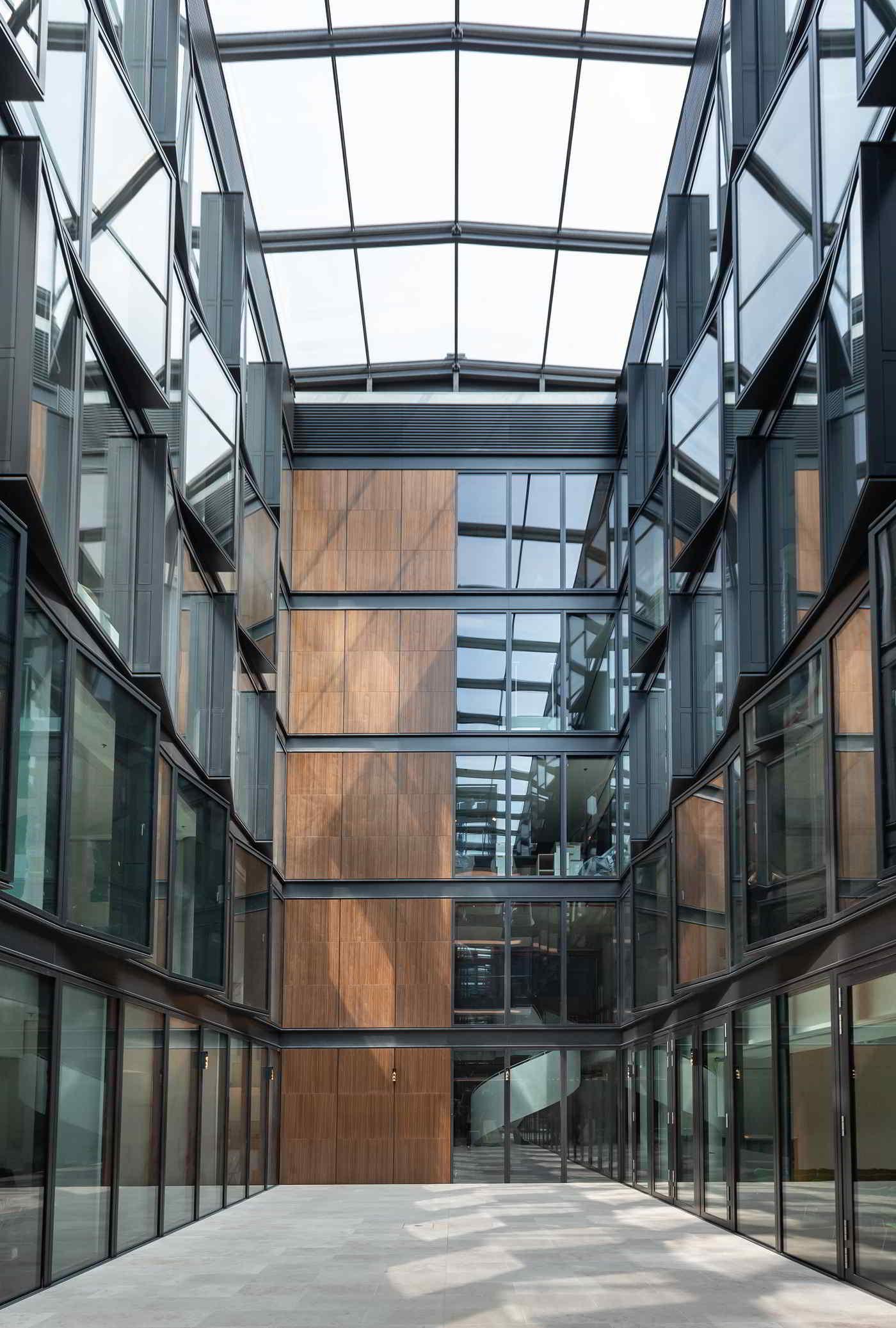 Lichthof im neuen Kunstforum in Hamburg