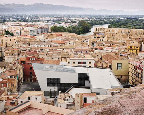 Eine neue Bezirksverwaltung für Tortosa von Estudio Carme Pinós