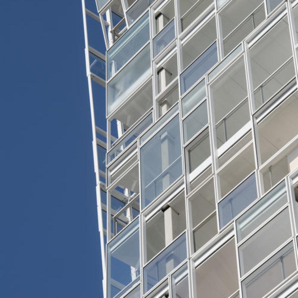 """Ateliers Jean Nouvel: Eine fast weiße """"Ycone"""" für La Confluence in Lyon"""