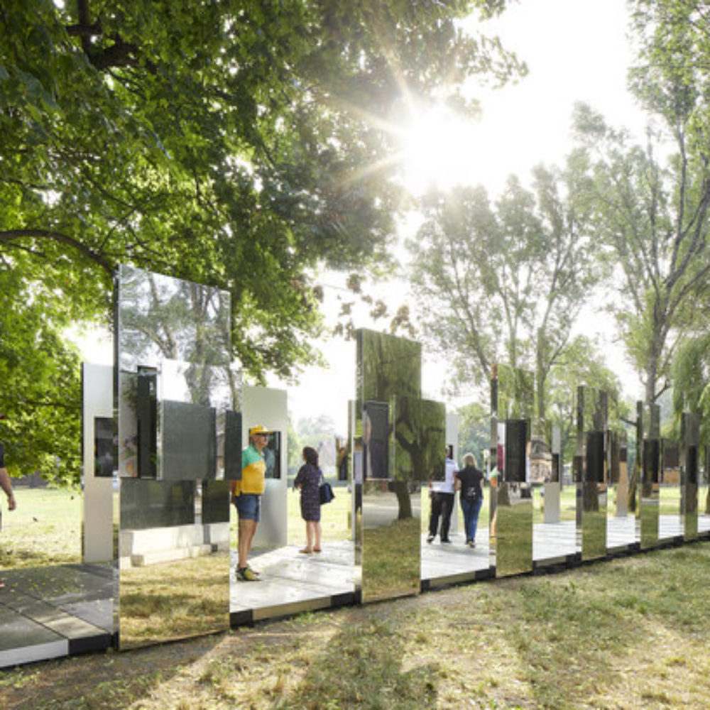 Through the Lens of Faith: Daniel Libeskind entwirft schimmernd-schlichte Installation in Auschwitz-Birkenau