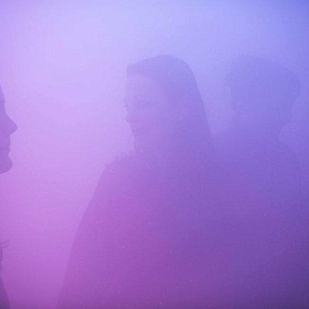 Nachdenken über Nebel und andere Phänomene: HOT PINK TURQUOISE – Ann Veronica Janssens im Louisiana Museum of Modern Art