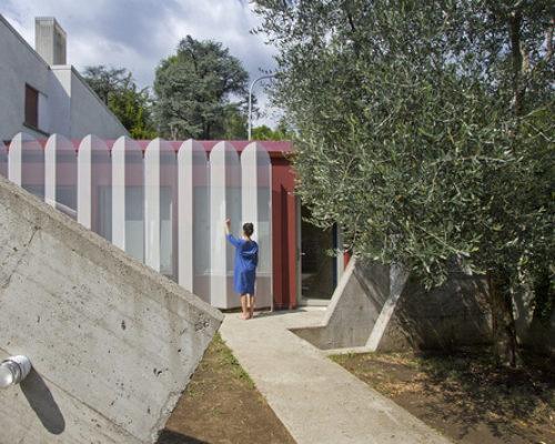 """Der Paravent der Perani: Eine kleine Veranda in Bergamo und ihr großes Comeback als """"Urban Cabin"""""""