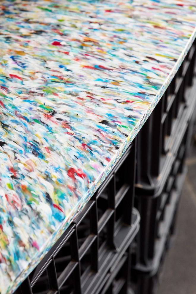 Citizen.MDW von ZWEI Interiors Architecture Theke aus recyclter Kunststoffplatte