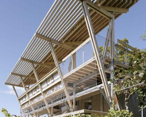 Eine Holzkonstruktion mit natürlicher Vision: Mirador da Cova von Arrokabe Arquitectos