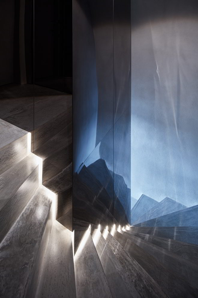 Rasin Ufergestaltung Treppe mit Reflektionen