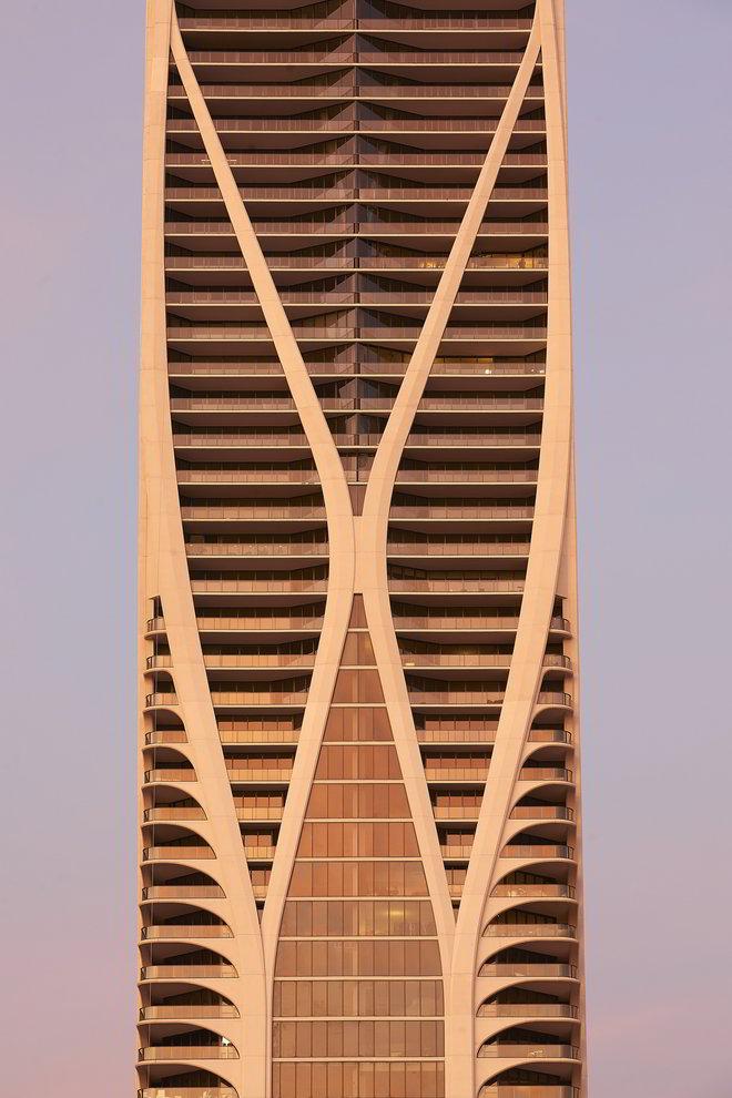 Zaha Hadid Wohnturm in Miami im Abendlicht