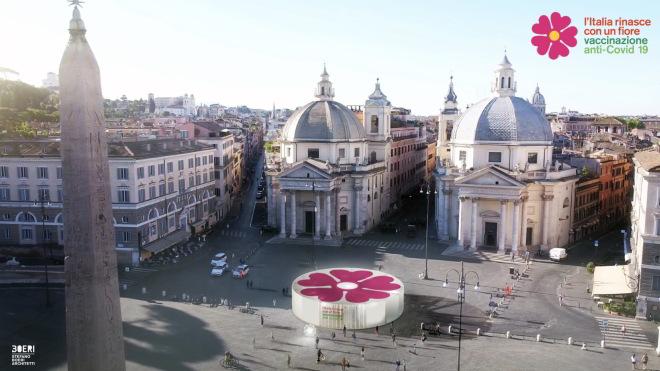 Pavillon für Covid-19 Impfkampagne auf einem italienischen Städteplatz